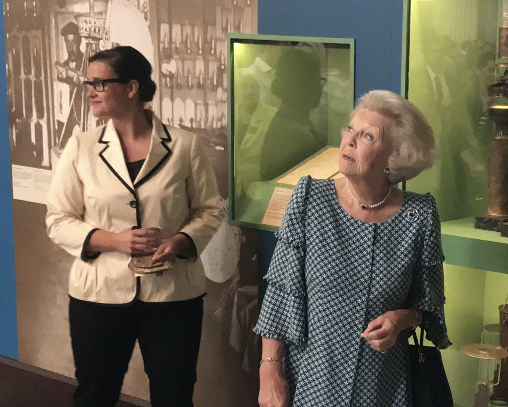 Agenda prinses Beatrix (81) steeds leger       Koning gunt zijn moeder rustige oude dag