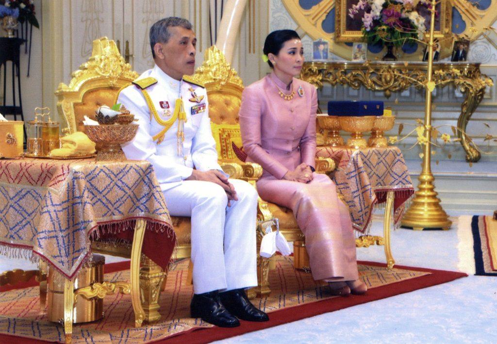 Thailand heeft ineens een koningin. HOE DAN?