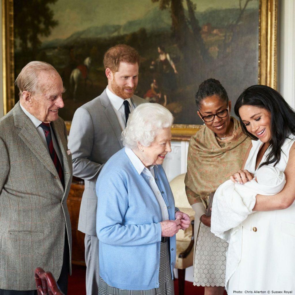 Zoontje Harry & Meghan heet Archie Harrison Mountbatten-Windsor en ontmoet Elizabeth en Philip