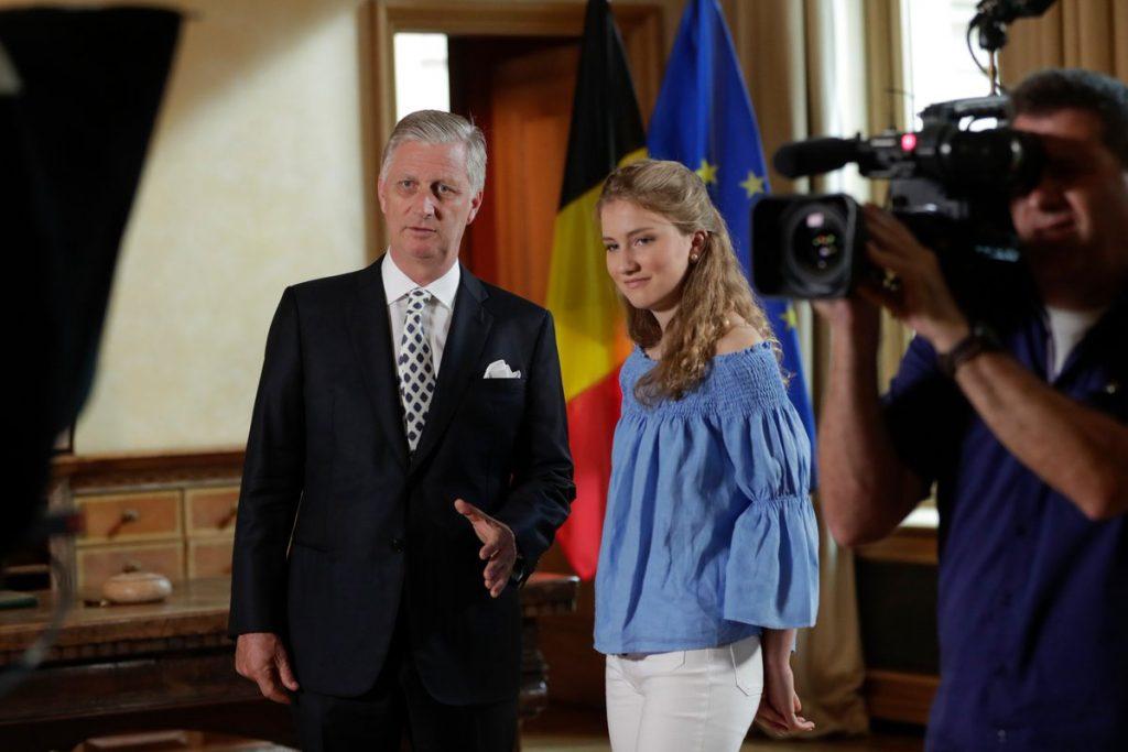 Koning Filip geeft dochter Elisabeth (17) kijkje achter de schermen van het koningschap