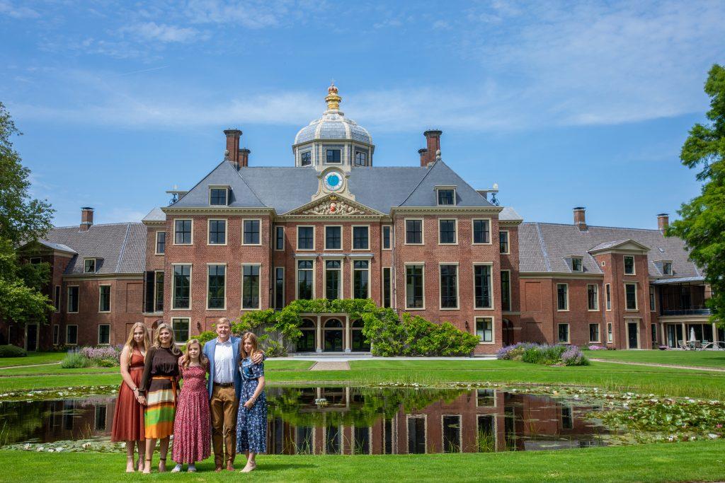 Terugkijken: de fotosessie met de prinsessen, interview met het Koningspaar