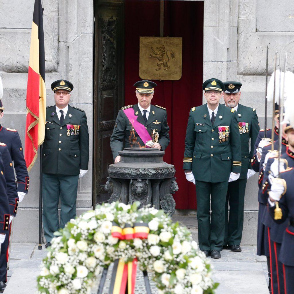 Koning Filip legt krans voor Oorlogsslachtoffers
