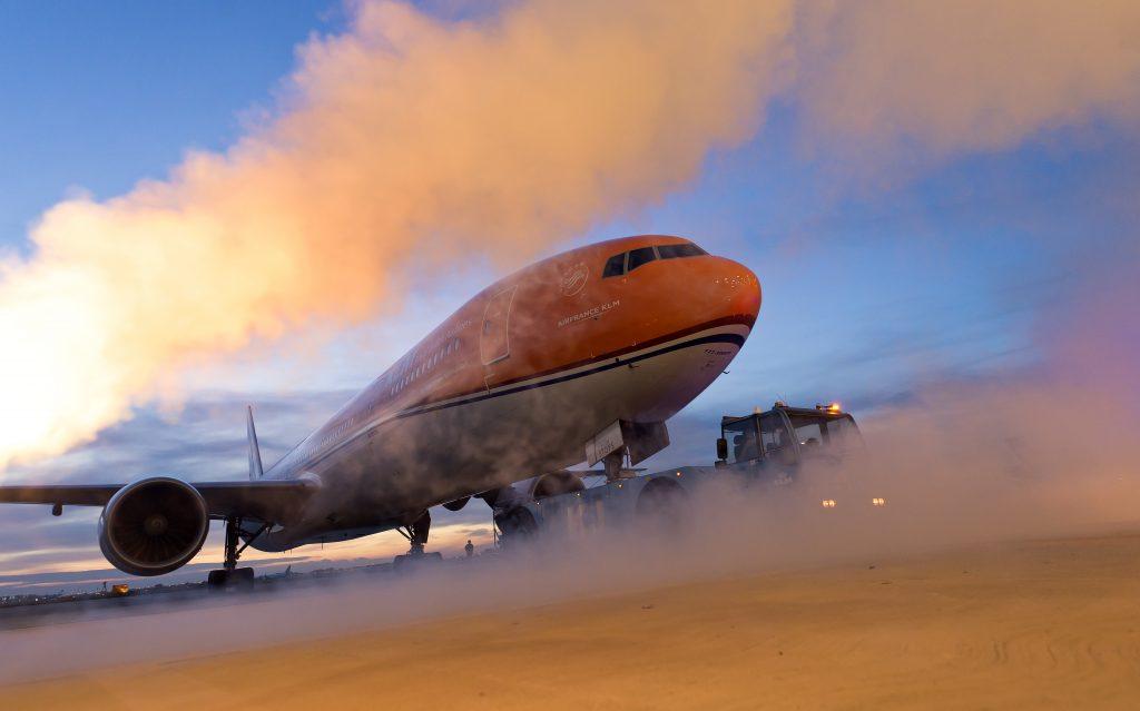 Beveiliger van piloot Willem-Alexander staat stoel af aan passagier