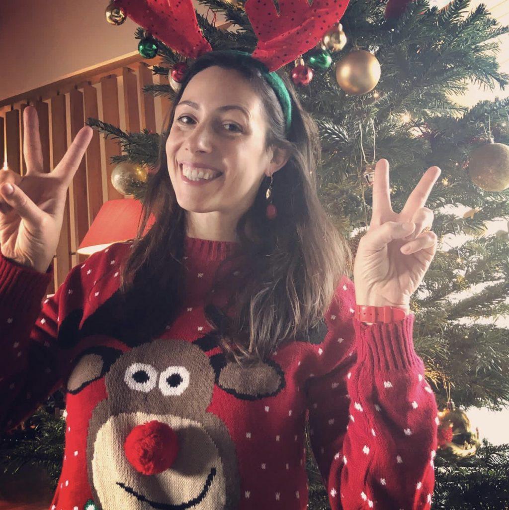 Prinses Viktória geeft voorbeeld op Foute Kersttruiendag