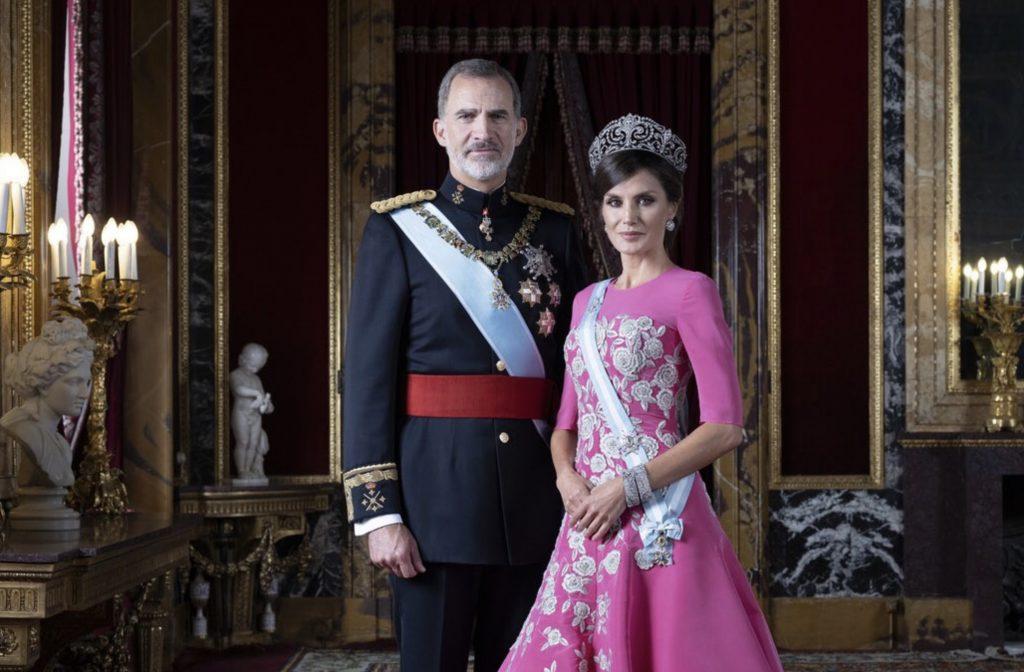 Spaanse royals poseren voor nieuwe portretten